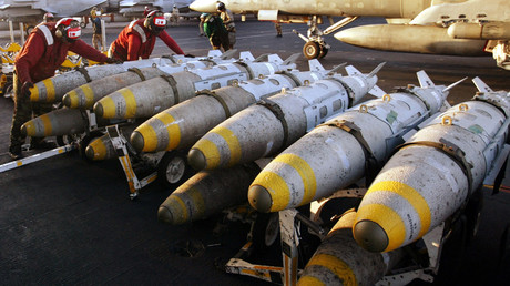 FILE PHOTO Aviation ordinancemen organise 1000 pound MK-83 JDAM (Joint Direct Attack Munitions) bombs © Paul Hanna