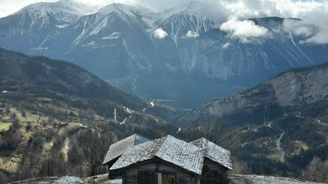 Charming Swiss Alps village offers €60,000 in cash to families willing to resettle there