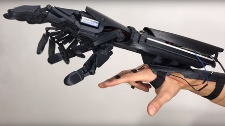 Robotic gloves give you 'double hands' (VIDEO)