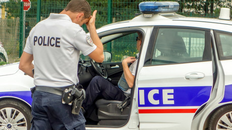 Police open fire on car carrying 9 migrants in Calais - reports