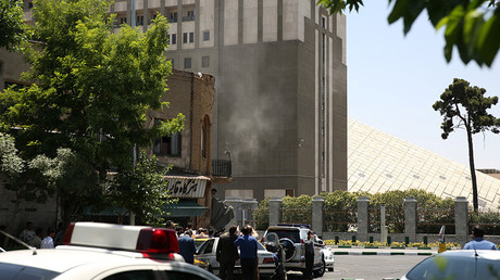 Smoke is seen during a gunmen attack at the parliament's building in central Tehran, Iran, June 7, 2017 © Reuters