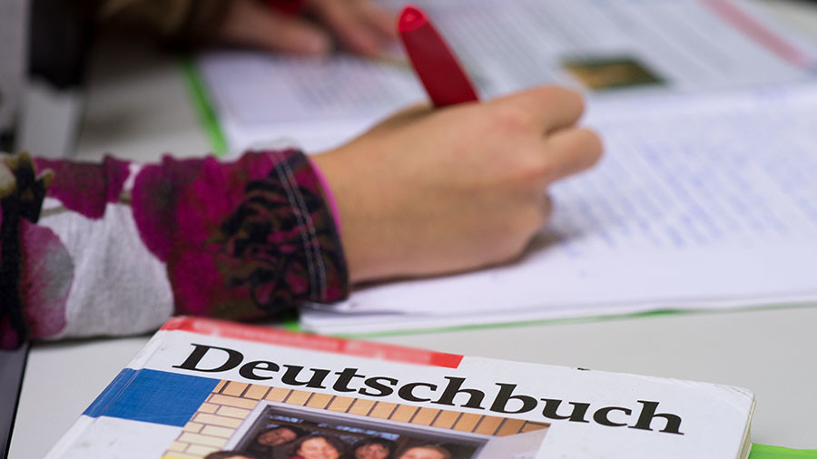 Swiss school to use 'simple German' to talk to non-native parents