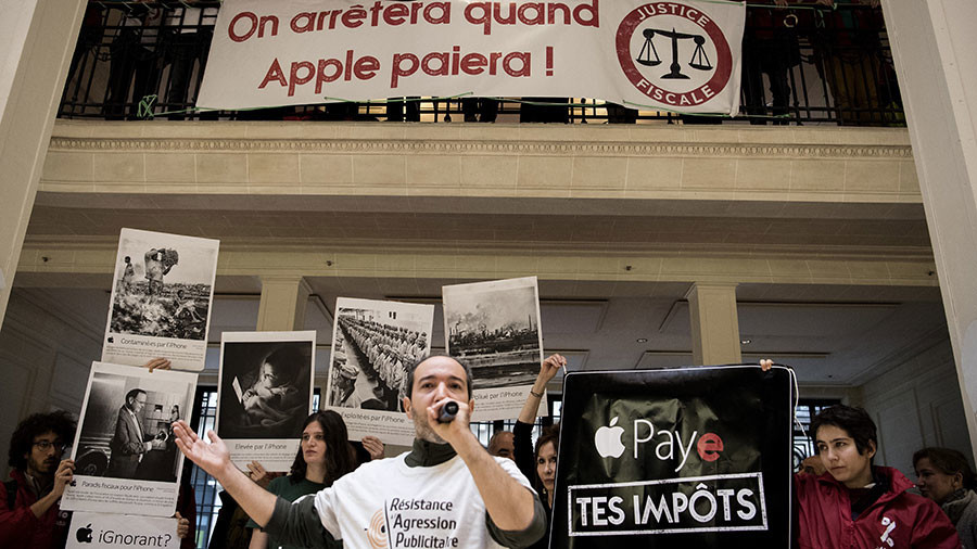 'Pay your tax!': Activists target Apple stores across France over EU taxation row (VIDEO)