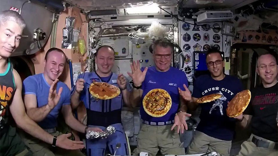 Earth's crust: ISS crew's surprise pizza delivery (VIDEOS)