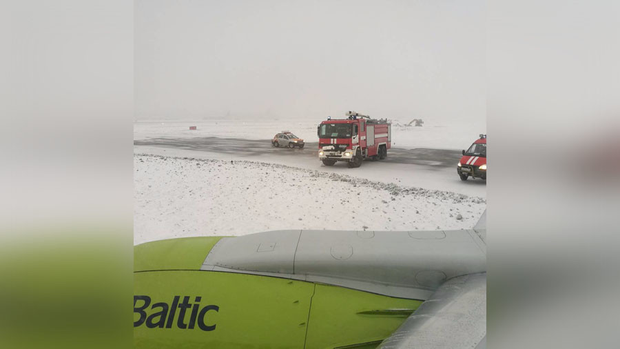 Passenger jet skids off runway at Moscow airport