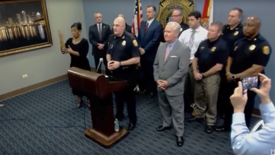 Interpreter signs 'gibberish' in major police press conference (VIDEO)