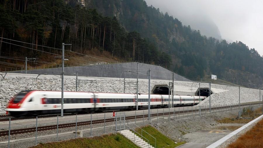 Double-decker 'autonomous' train hits speeds of 200kph (PHOTO)