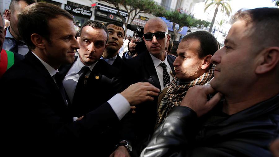 'Visas, Mr President!' Algerians surround Macron, demand French visas (VIDEO)