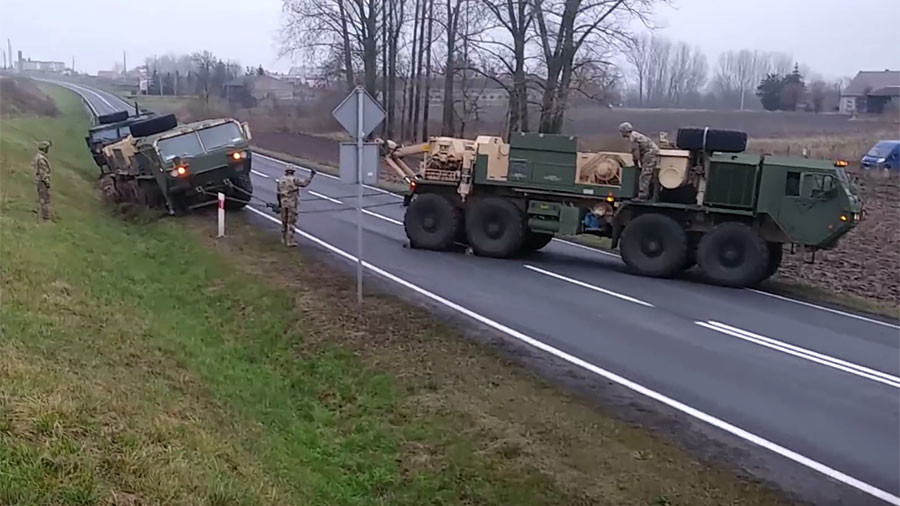 Always prepared? US army convoy sticks in mud in Poland, asks locals for help (VIDEOS)