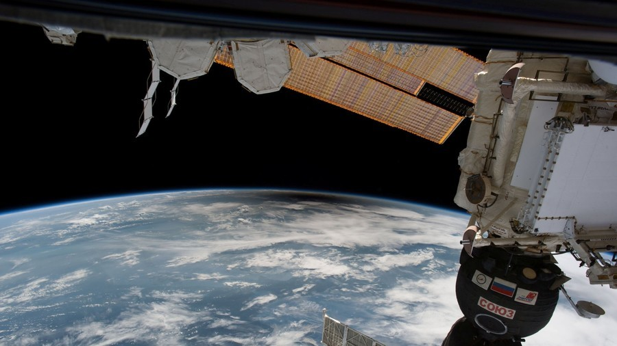 Out of this world: ISS astronaut captures stunning images of shooting star above Mexico (VIDEO)