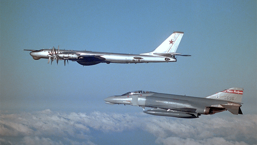 Cold War fun: Pilot reveals Soviet bomber crews asked US jets to barrel-roll & took pics (PHOTO)