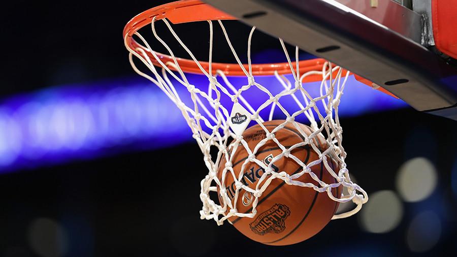 Basketball fan makes half-court shot to win $10,000 (VIDEO)