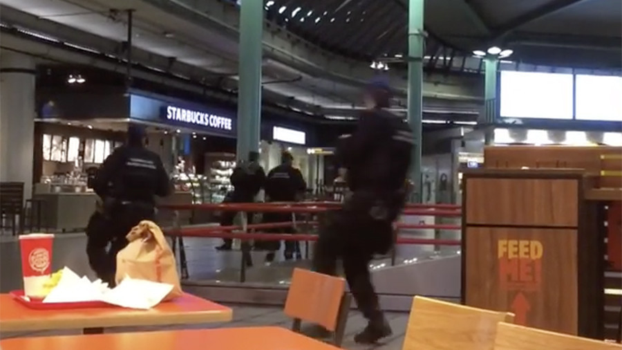 Knife-wielding man prompts Dutch police to open fire at Amsterdam Airport (VIDEO)