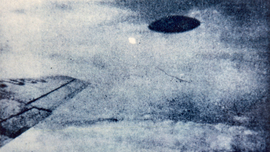 UFO allegedly photographed by airliner passenger over Mexico city in the city 1950s