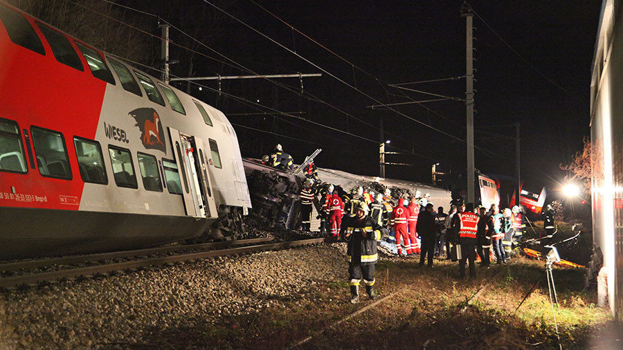 People injured as trains collide near Vienna, two carriages overturned (PHOTOS)