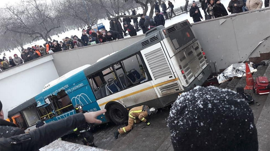 5 killed as runaway bus crashes into underground passage in Moscow (VIDEO, PHOTOS)