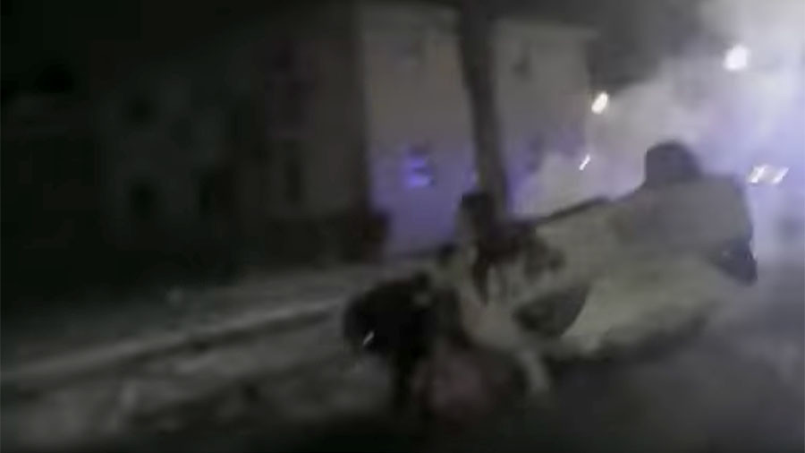 CAUGHT ON CAMERA: Milwaukee officers save two teenagers from burning vehicle