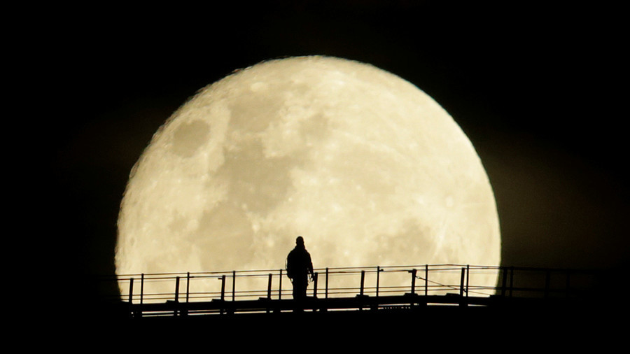 2018 to open with 'Wolf Moon'