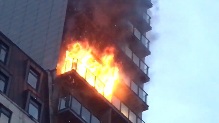Fire rips through 12-storey Manchester apartment building (PHOTOS, VIDEOS)