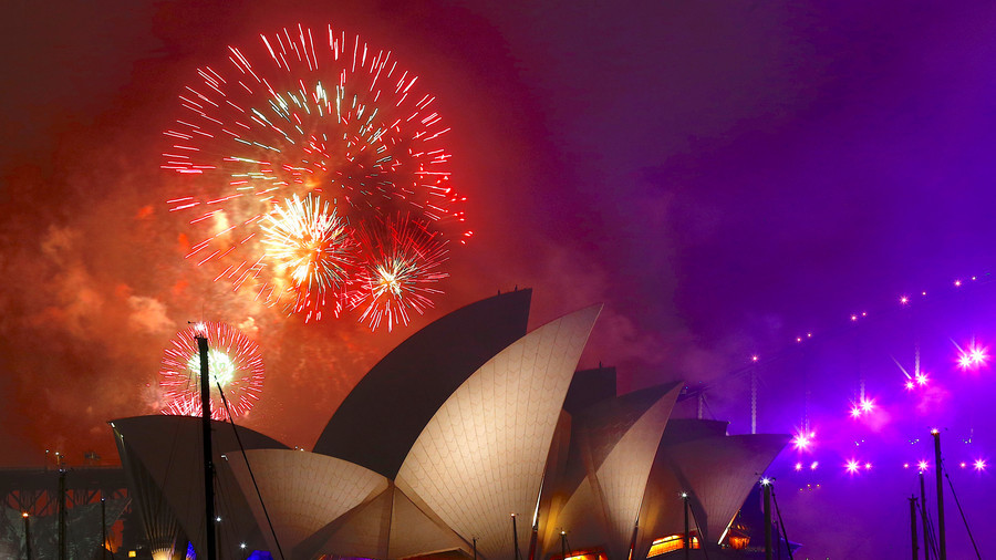 Hello 2018! Fireworks illuminate skies across the globe (VIDEOS)