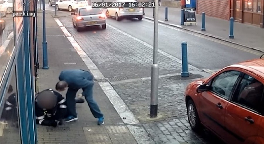 CCTV captures moment thug attacks traffic warden over parking ticket (VIDEO)