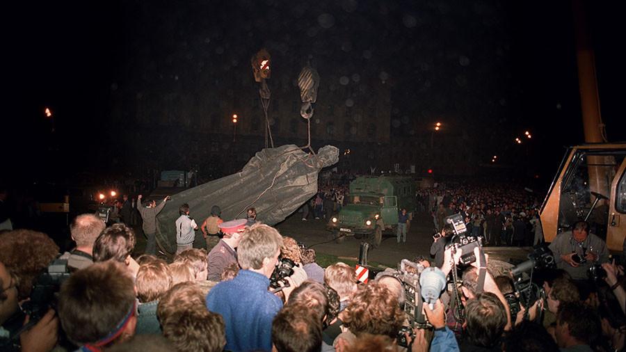 Communists ask Putin to bring back monument to KGB founder Dzerzhinsky