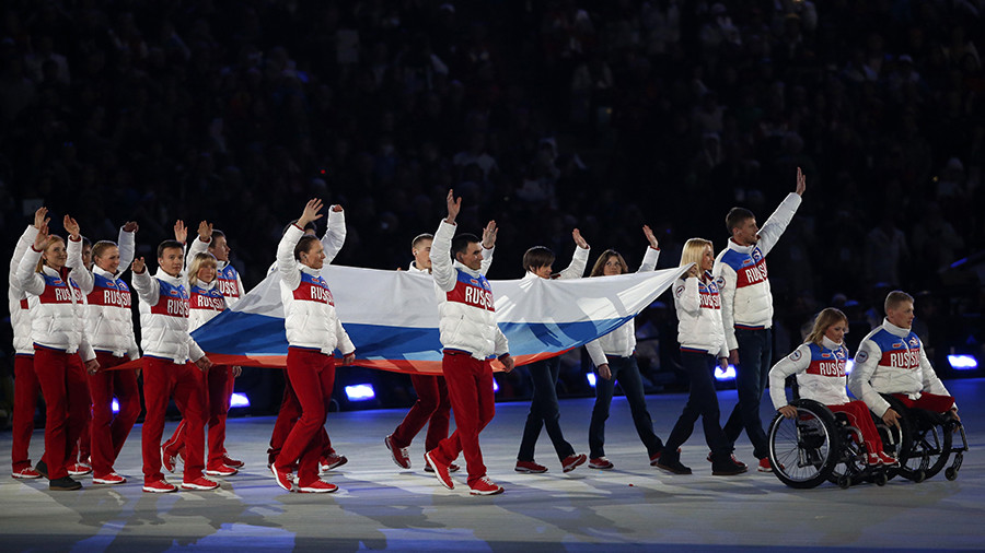 Russian athletes watch fateful IOC announcement of blanket ban of national team (VIDEO)
