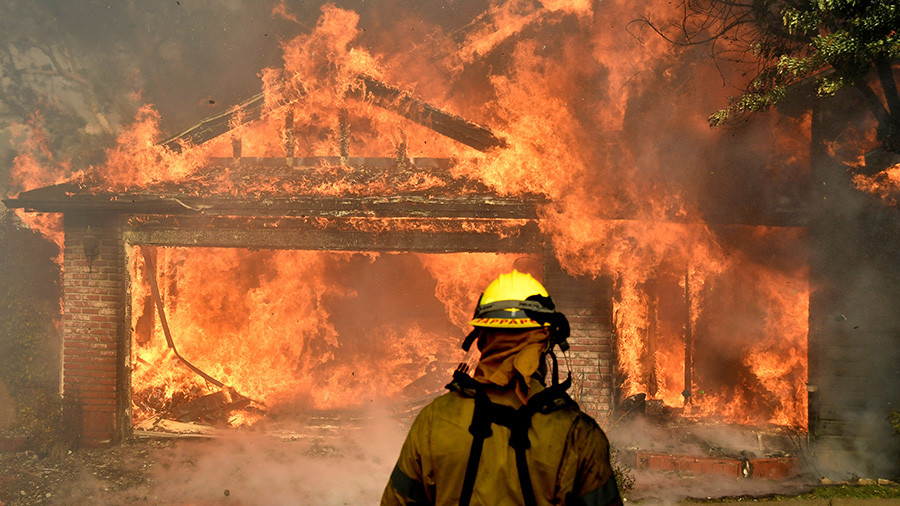 Firefighter dies in massive Thomas Fire, 4th largest in CA history