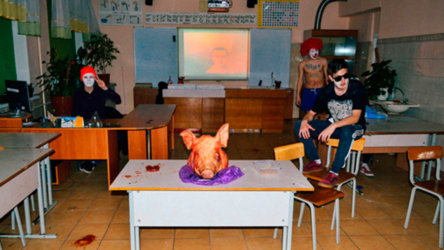 Wild party with pig's head & pentagrams spells trouble for prestigious Russian school (PHOTO, VIDEO)