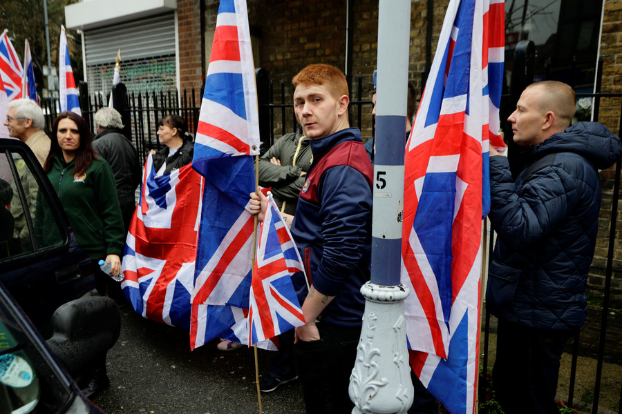 Facebook considers blocking far-right Britain First after Twitter suspends leaders' accounts