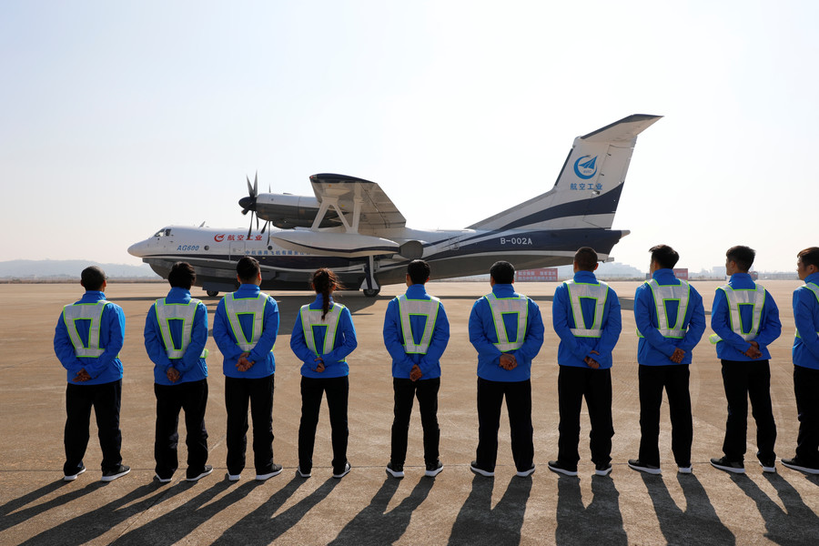 World's largest amphibious plane in maiden flight