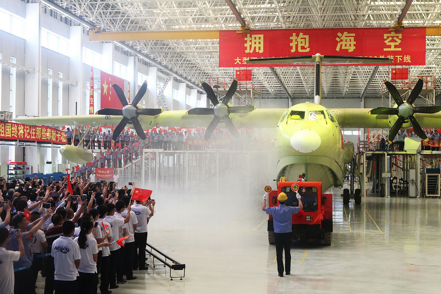 China's first home-made large amphibious aircraft completes maiden flight