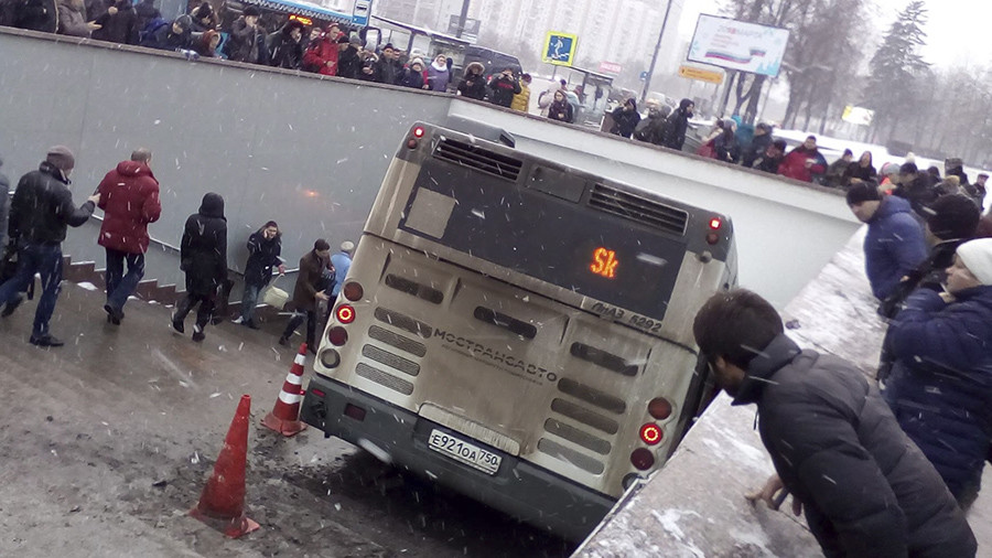 Moment bus rammed into Moscow pedestrians caught on camera (VIDEO)