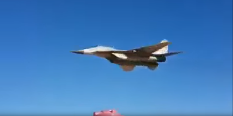 Syrian MiG-29 salutes soldiers in stunning low-altitude flyover (VIDEO)