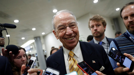 Sen. Chuck Grassley (R-IA) speaks with reporters © Aaron Bernstein