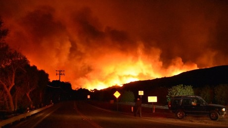 Multiple huge fires rip through SoCal, forcing highway closures & mass evacuations