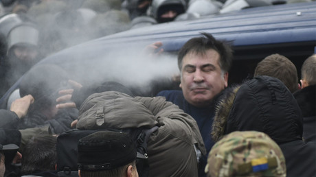 Protesters in Kiev defy detention of Saakashvili, help him break free
