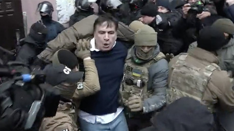 Chaotic scenes as Saakashvili dragged into police van in Kiev (VIDEO)