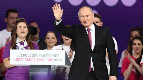 'Will you support me?' Putin teases adoring crowd before announcing re-election bid (VIDEO)