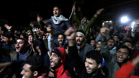 Palestinians react during a protest against U.S. President Donald Trump's decision to recognise Jerusalem as Israel's capital, in Khan Younis in the southern Gaza Strip December 6, 2017 © Ibraheem Abu Mustafa