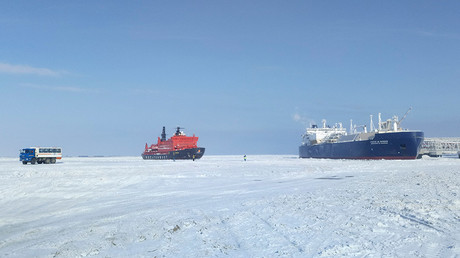 Watch first commercial LNG tanker cross Russia's Arctic route without icebreaker escort (TIMELAPSE)