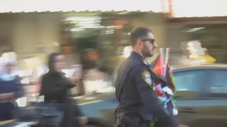 Israeli police wrests Palestinian flags from demonstrators in Jerusalem