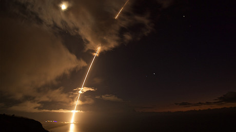 A medium-range ballistic missile target is launched from the Pacific Missile Range Facility on Kauai, Hawaii, on Aug. 29, 2017 © Missile Defense Agency (MDA)
