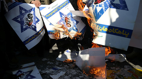 Iranians burn Israeli flag posters during a protest against US President Donald Trump's decision to recognise Jerusalem as the capital of Israel, in Tehran, Iran December 8, 2017 © Tasnim News Agency