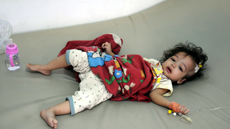 A cholera-infected child receives treatment at a hospital in Sanaa, Yemen. © Mohammed Mohammed/ Global Look Press