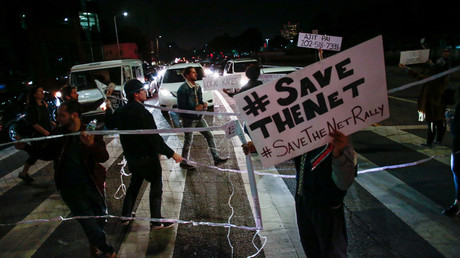 Supporters of Net Neutrality temporarily block an intersection while protesting the FCC's recent decision to repeal the program in Los Angeles, California, November 28, 2017 © Kyle Grillot