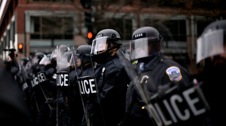 DC police sued over pepper-spraying 10yo at Trump inauguration - VIDEO