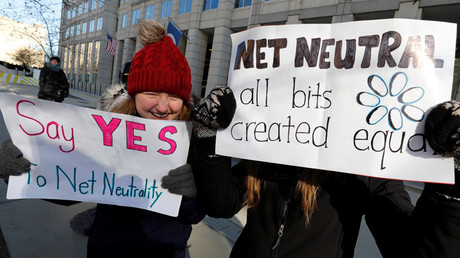 Net neutrality advocates rally in front of the Federal Communications Commission (FCC) ahead of Thursday's vote in Washington, US, December 13, 2017 © Yuri Gripas