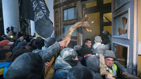 Police clash with Saakashvili supporters who call for Poroshenko impeachment, storm Kiev center