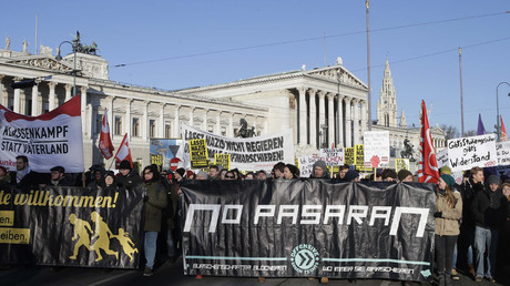 Thousands protest against new coalition govt in Austria
